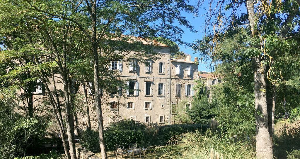 BATIMENT-HISTORIQUE-LA-MANUFACTURE-ROYALE-MAISON-HOTE-MONTOLIEU